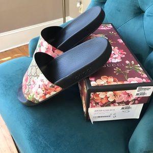 Gucci Bloom floral slides